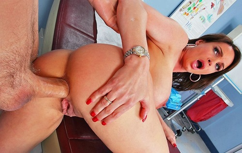 diamond foxxx has her butt examined